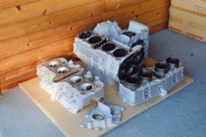 ブルドック サンドブラストで表面の汚れがキレイに落とされたエンジン