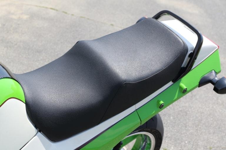 モトガレージイトウ GPZ900R シート