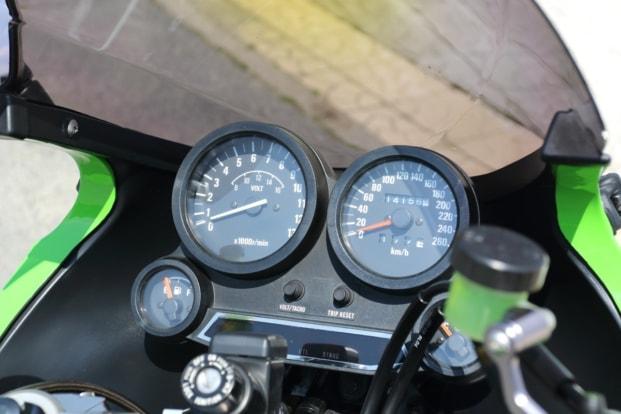 モトガレージイトウ GPZ900R メーター