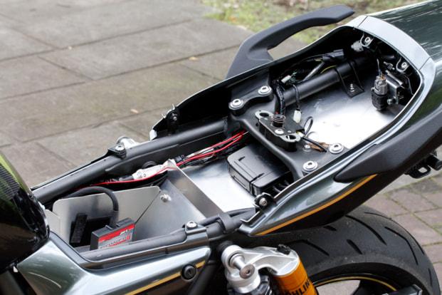 ZRX1200DAEG by バグース! モーターサイクル フェンダーレス化
