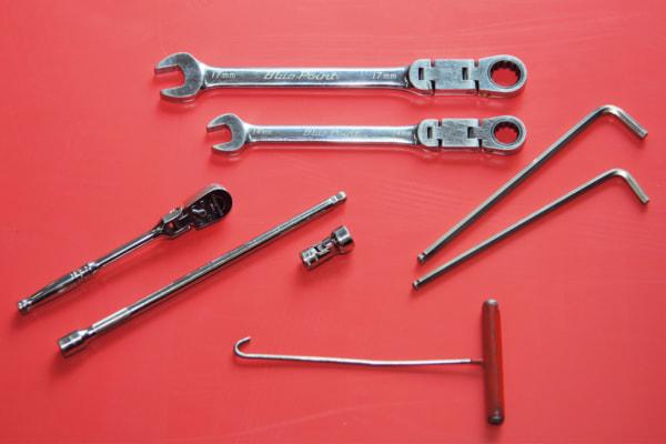 マフラー交換で使用する工具