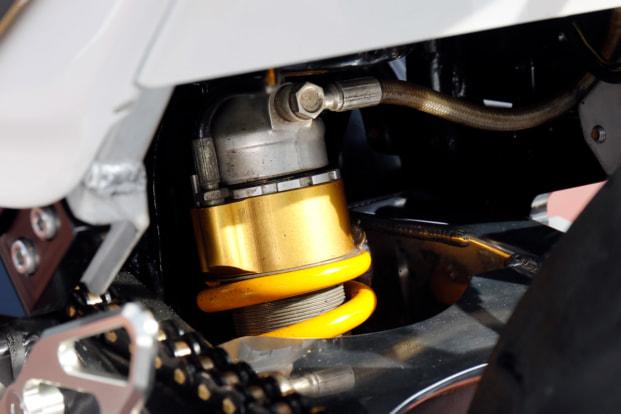 GPZ900R by トレーディングガレージ・ナカガワ オーリンズ製リヤショック