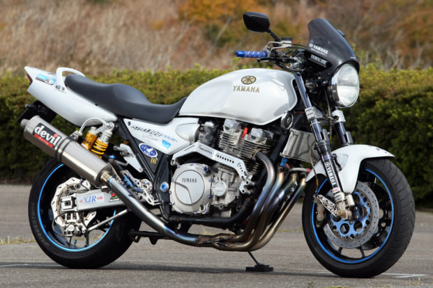 XJR1300 by ホワイトウルフ(神奈川県)