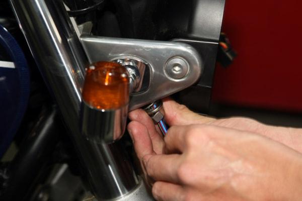 ウインカー交換の基本手順 車体に装着