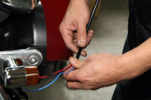 ウインカー交換の基本手順 配線用ホース