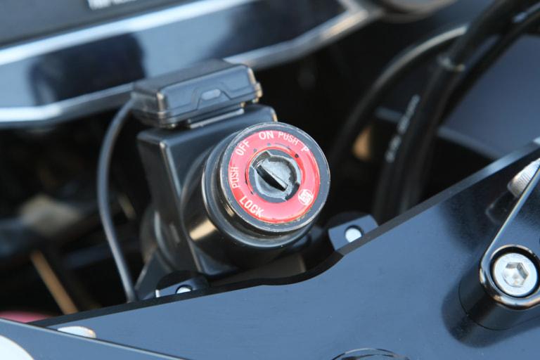 GPZ900R by ブルドッカータゴス キーシリンダー プロテクターシール