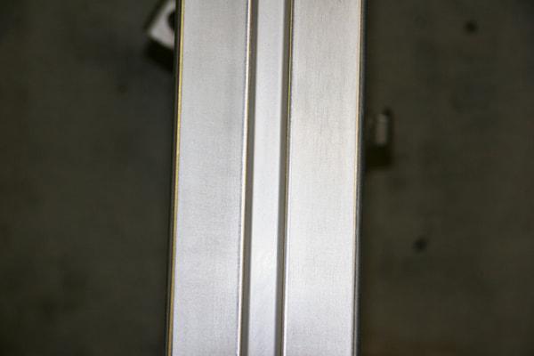 バフ掛け 中古のスイングアームを1時間ほど180番の耐水ペーパーで磨いた状態