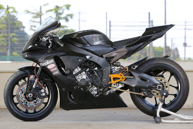 YZF-R1 by リアライズ