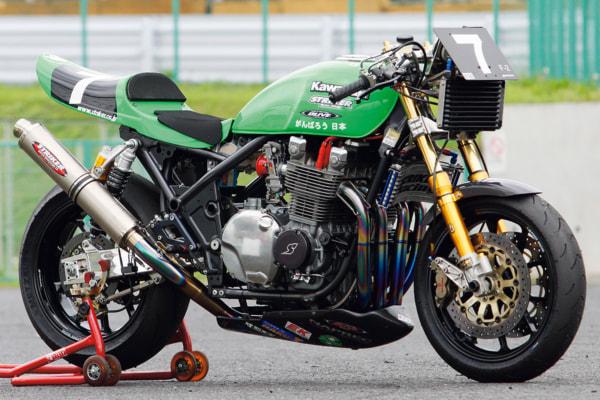 ストライカーレーシング ゼファー1100