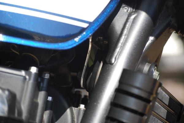 バグース! モーターサイクル ZEPHYR750 ホーンステー
