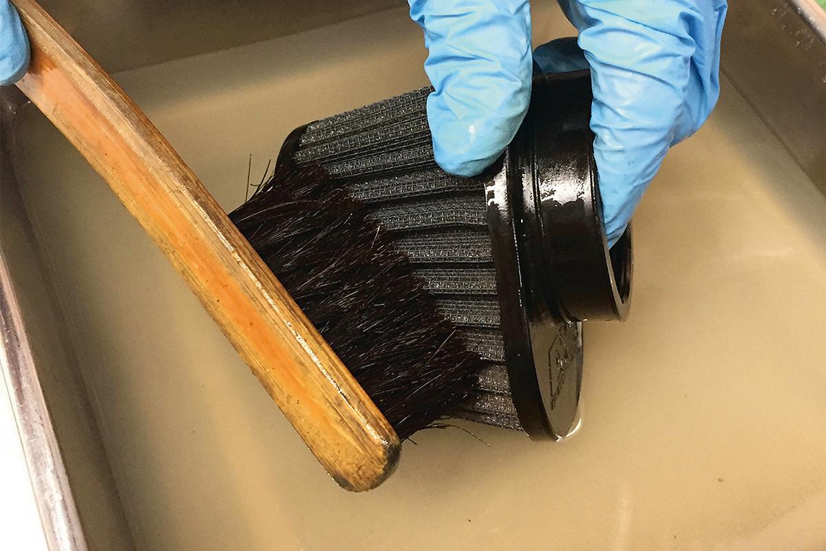 クリーナーはフィルター内部の汚れを溶かし出す