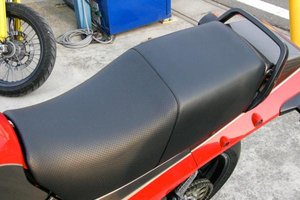 GPZ900R タゴスライディングシート