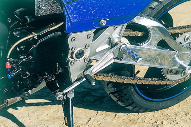 GPZ900R by タバックスエンジニアリング ステップ