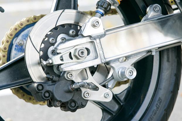 Z1 by タバックスエンジニアリング スイングアームとリヤブレーキ