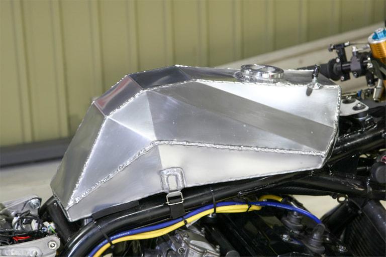GPZ1100 by パワービルダー レース用ガソリンタンク