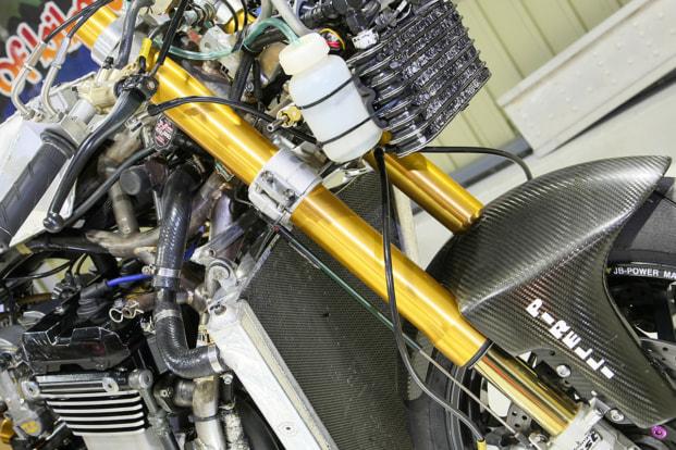GPZ900R by パワービルダー オーリンズ製倒立フロントフォーク