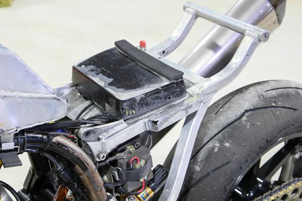 GPZ900R by パワービルダー シートレール